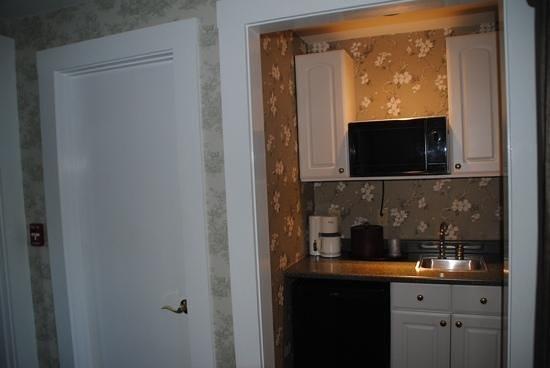 Bar Harbor Manor: kitchen nook of King Suite