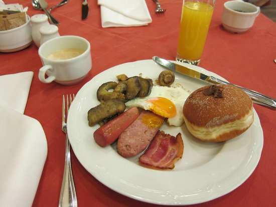 Best Western Premier Hotel Astoria: Breakfast Buffet - with Fresh creme filled doughnuts