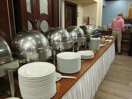 Best Western Premier Hotel Astoria: Sumptuous Selection of Hot dishes
