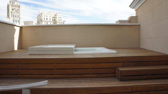 Iberostar Las Letras Gran Via : hot tub on balcony
