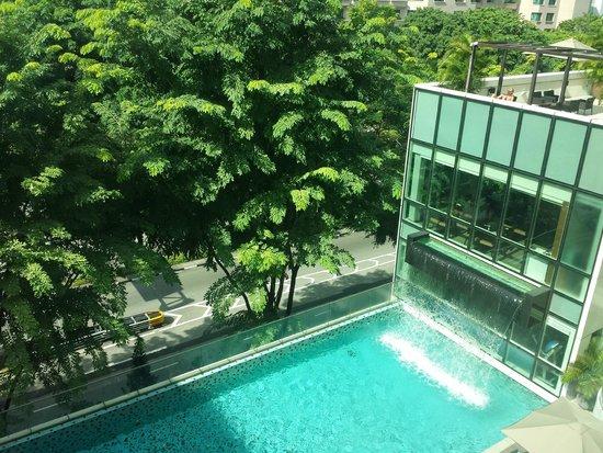 Park Regis Singapore: Piscine