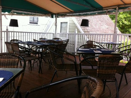The Seafood Grille at The Waterford : Upstairs deck