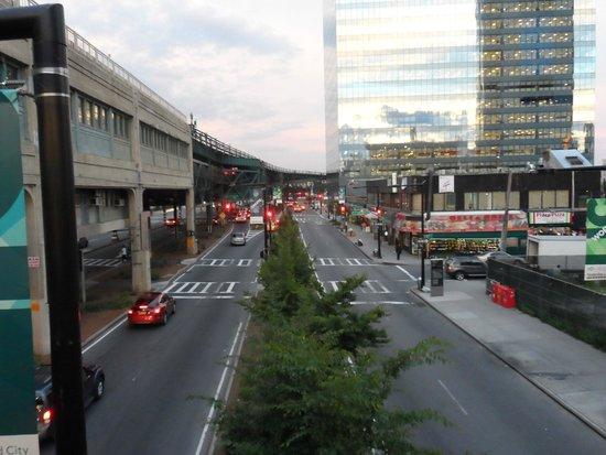 Red Lion Inn & Suites : A estação de metrô Queensboro
