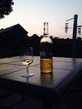 Bozrah, CT : The evenings are great and the wine too