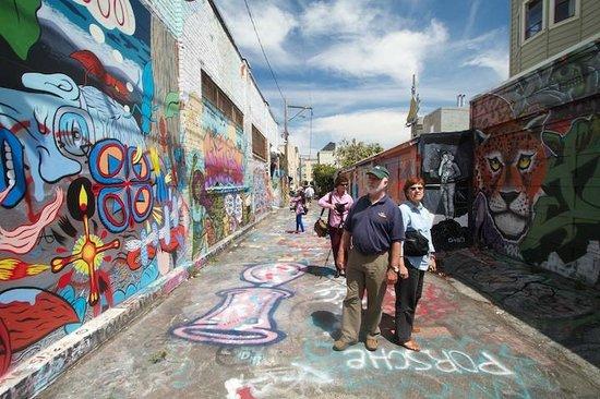 Extranomical Tours : Mission District Murals