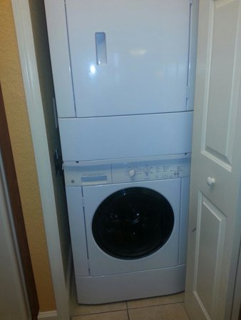 Westgate Lakes Resort y Spa: Washer/Dryer in kitchen. Was perfect for taking along less clothes!