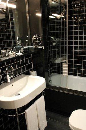 EuroPark Hotel : Baño muy limpio y moderno