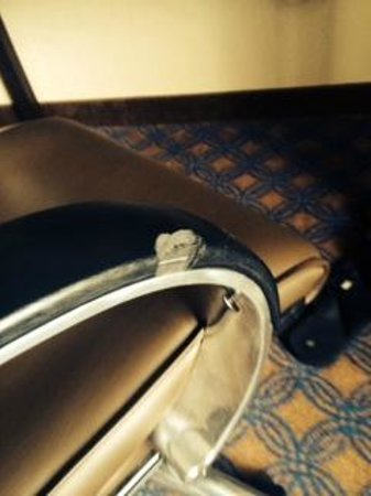 Griffin Gate Marriott Resort & Spa : Big chunk missing in desk chair