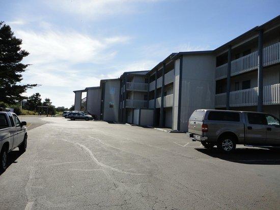 Breakers Hotel and Condo Suites : Entrance