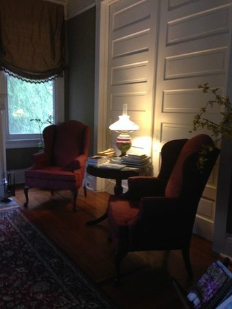 Southern Comfort Bed and Breakfast: Sitting area