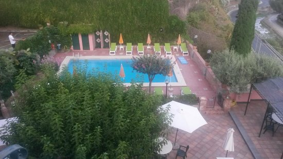 Hotel Villa Sirina: Pool view from the room