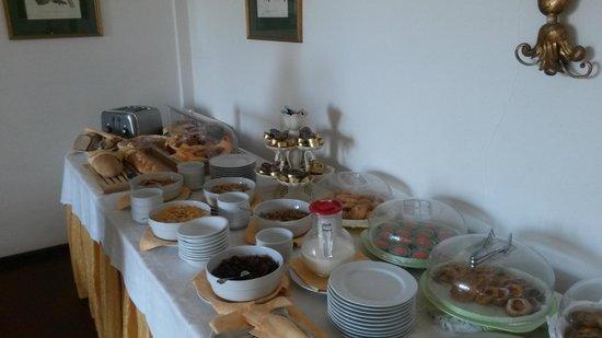 Hotel Villa Sirina: Breakfast buffet