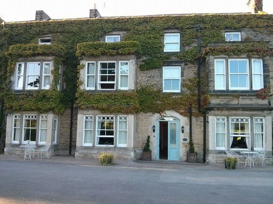 Burythorpe House : front of the hotel