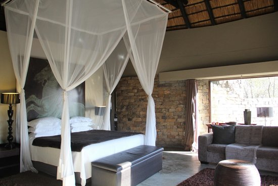 Chitwa Chitwa Private Game Reserve : Master bedroom in 2-room suite