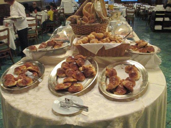 Bettoja Atlantico Hotel: lots of great breads