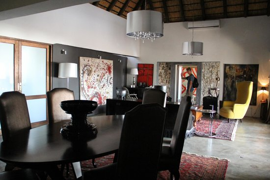Chitwa Chitwa Private Game Reserve : Living room area in two bedroom suite