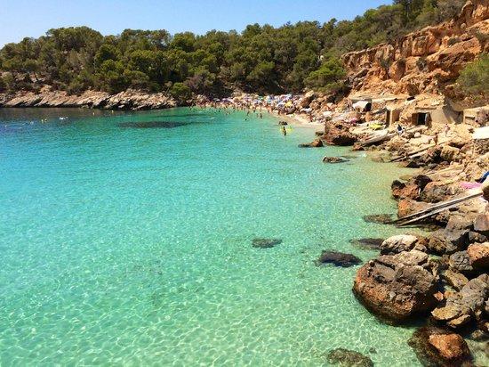 Playa Cala Salada: crystal clear