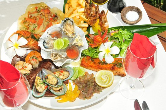 Francesca's Beach Club Bar Restaurant: our somptuous seafood platter for 2 :)