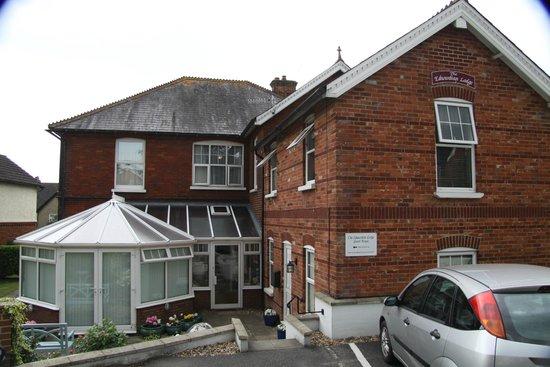 The Edwardian Lodge Guest House: Ansicht von hinten mit Frühstücksraum