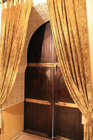 Riad Al Mamoune : Magnifique porte... mais qui ne ferme pas !