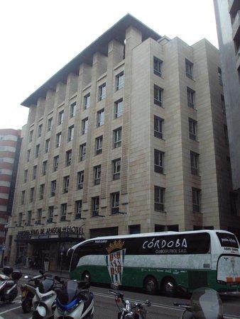 Silken Reino de Aragon Hotel: Fachada principal.