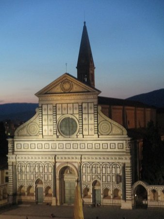 Santa Maria Novella Hotel: The church on the piazza!
