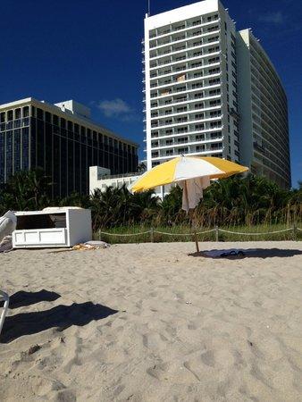 Grand Beach Hotel: Hotel view from the Beach