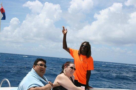 Mirabella Happy Sailing: Captain Leroy feeds a seagull.