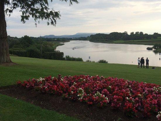 Killyhevlin Lakeside Hotel & Lodges: The lovely view from outside the Grill Bar at the Killyhevlin Hotel, Enniskillen, County Fermana