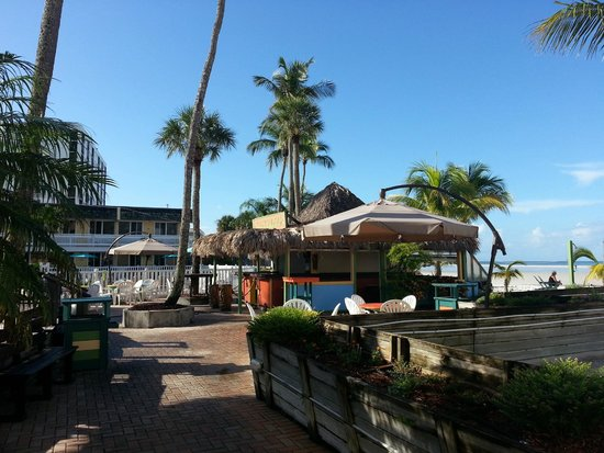 Outrigger Beach Resort: tres joli