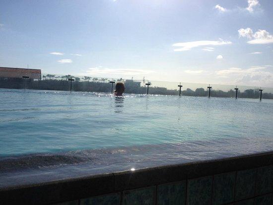 Ize Seminyak: roof top pool