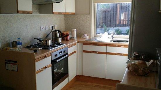 Hunters Quay Holiday Village: Kitchen