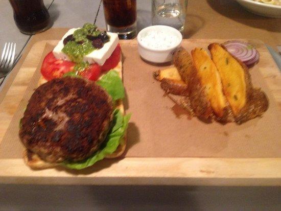 Argonauta Restaurant: Burger de bœuf grec avec feta et pistou. Un vrai délice !