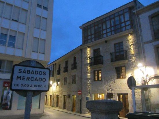 Hotel Rustico Vila Do Val: El hotel de noche.