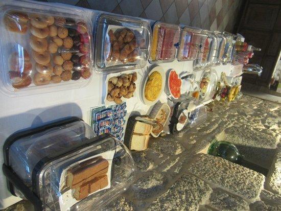 Hotel Rustico Vila Do Val: Bufet del desayuno.
