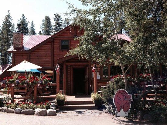 Baker Creek Bistro: Quaint with beautiful flower boxes!