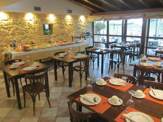 Hotel Rustico Vila Do Val: El salón del restaurante, que de vez en cuando abre para los desayunos.