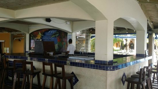 SunBreeze Hotel: Pool Side Bar