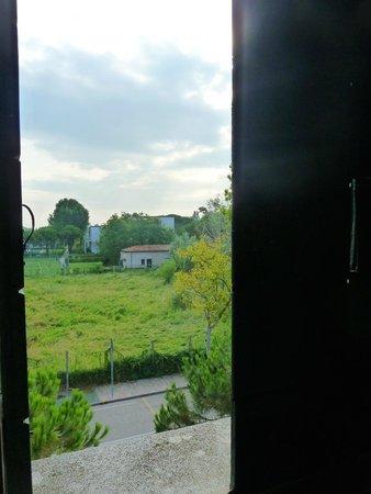 Hotel Villa Orio : View over tennis courts