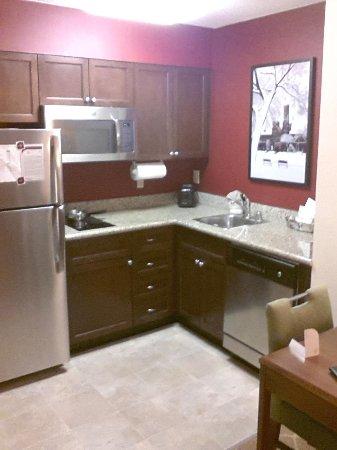 Residence Inn Washington, DC/Capitol: nice small kitchen area