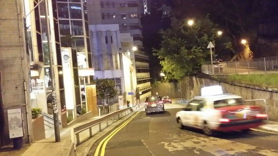 Mini Hotel Central Hong Kong: Uphill climb from ice house street if not using stairway from Wyndham street