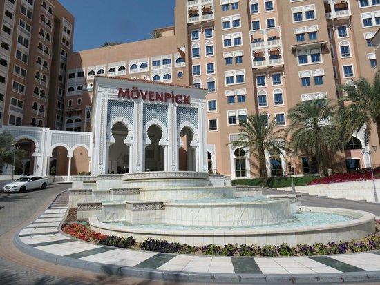 Movenpick Ibn Battuta Gate Hotel Dubai : Em frente