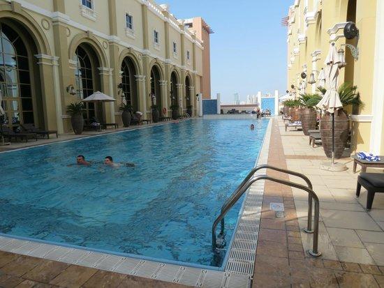 Movenpick Ibn Battuta Gate Hotel Dubai : Piscina na cobertura!!!