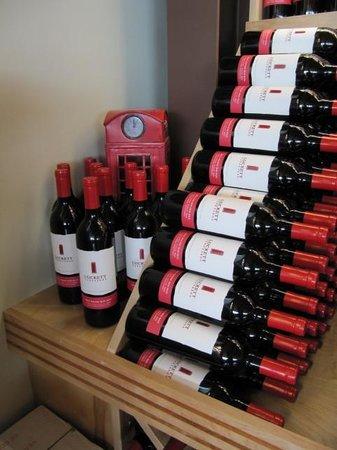 Luckett Vineyards: Phone Box Red