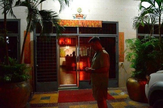 Golden Gate Hotel: Front entrance