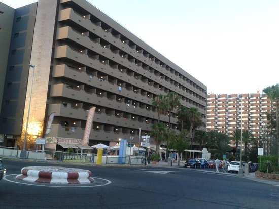 IFA Continental Hotel: Front of hotel daytime
