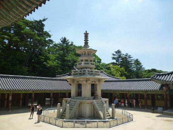 Bulguksa Temple: Древняя каменная пагода