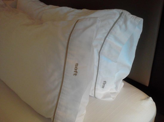 Holiday Inn Express Hotel & Suites Madison-Verona: Comfy Pillows - Soft and Firm