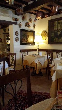 Torre Sangiovanni Albergo e Ristorante: angolo ristorante