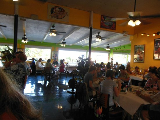 Jackie Rey's Ohana Grill: Out the windows view